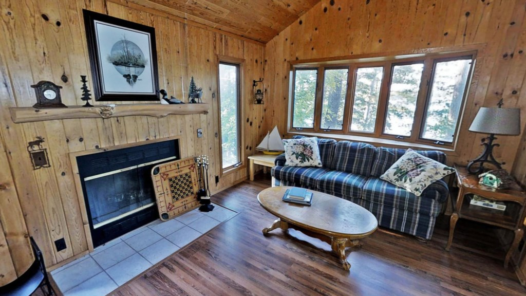 rustic-cabin-2nd-fireplace.jpg
