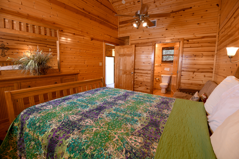 Lodge 1 with one queen bed
