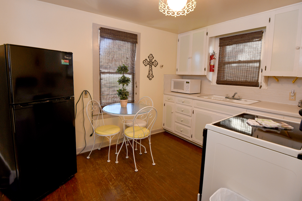 Cozy Kitchen Perfect for Home Cooked Meals