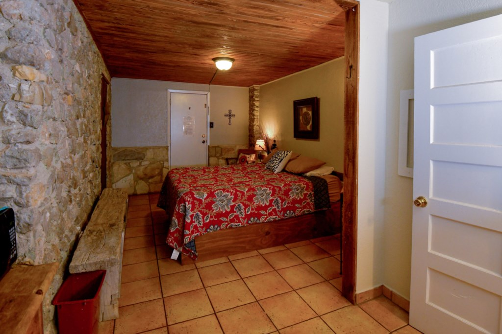 Sleeps 2 Guests in Comfort