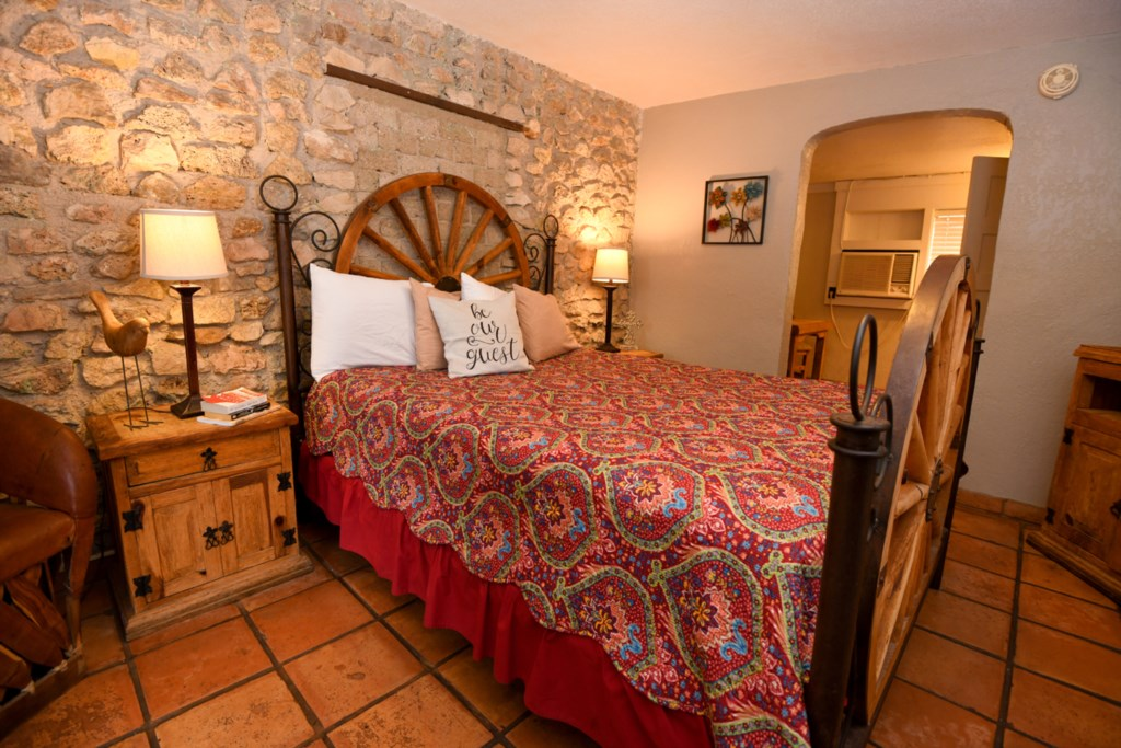 Comfortable and Charming Inn Room