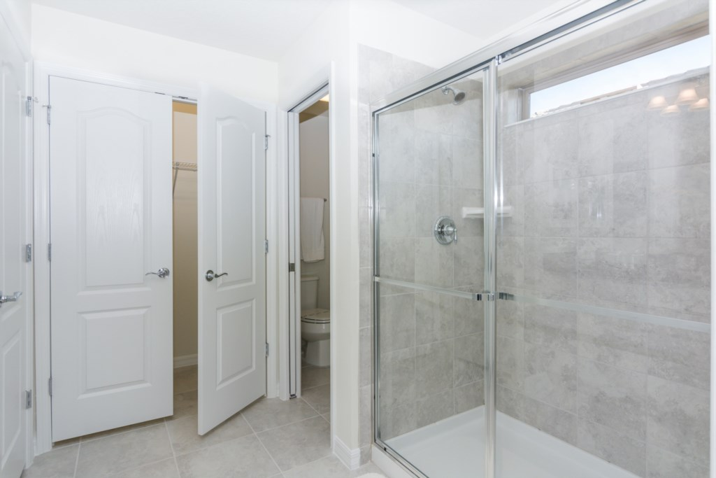 Suite Master 5 Bathroom.jpg