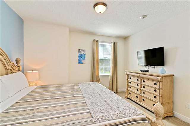 bedroom 5_1.jpg