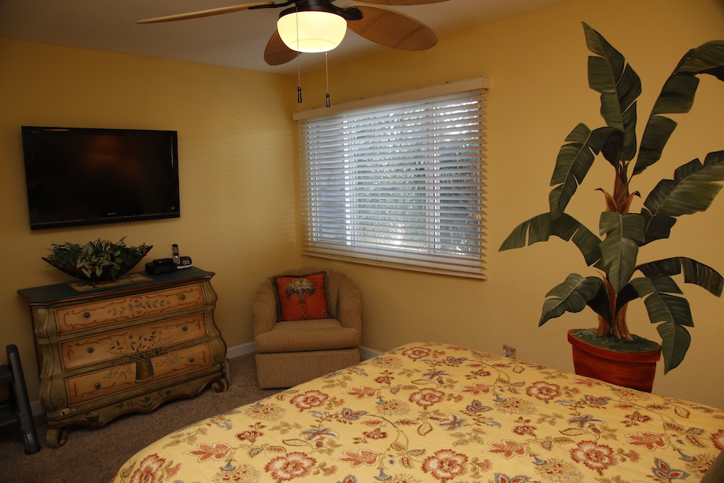 B21 Guest Room.JPG