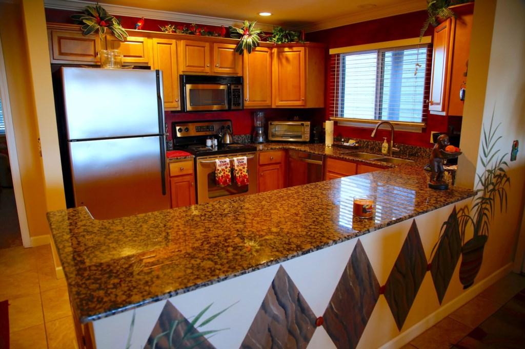 B21 Kitchen Area- Bar.JPG