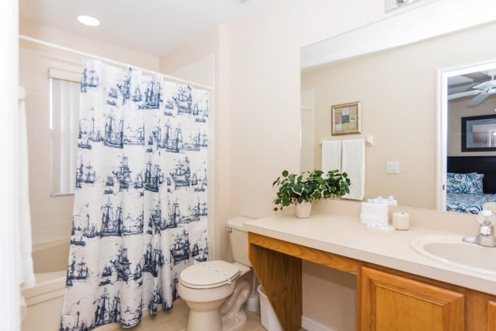 Suite Master 4 Bathroom.jpg