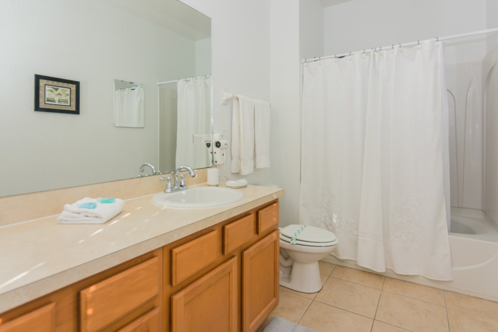 Suite Master 4 - Bathroom.jpg