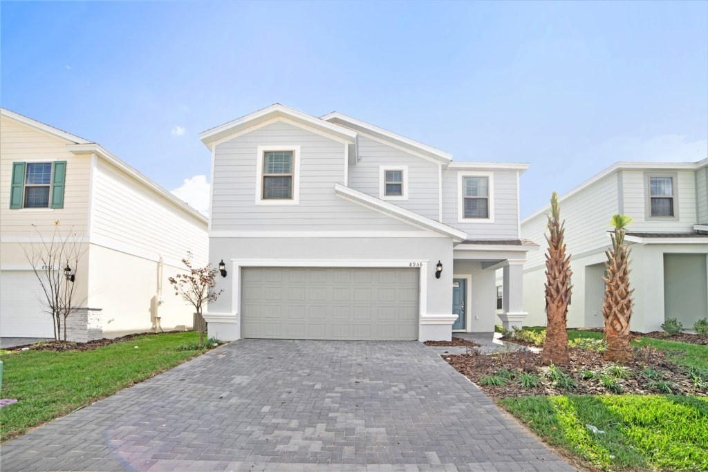 8956ZurichLane,WindsoratWestside_01
