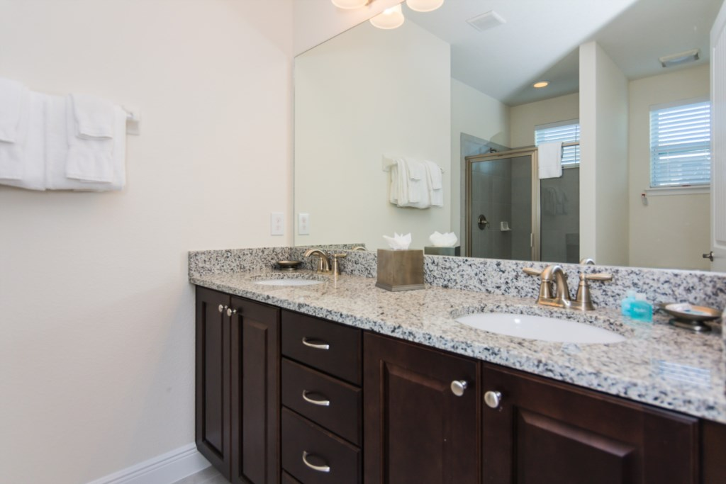 Suite Master 6 Bathroom.jpg