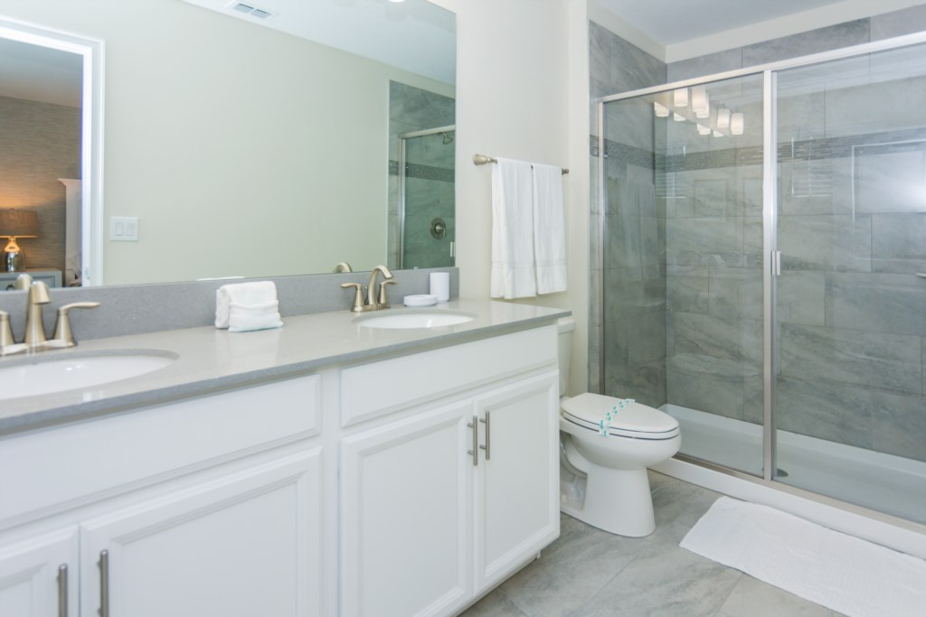 King Suite 4 Bath.jpg