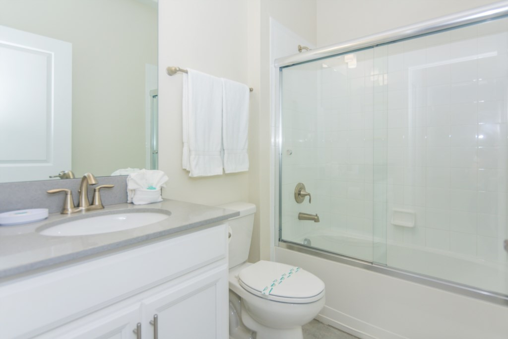 Queen Bedroom First Floor 3 Bath.jpg