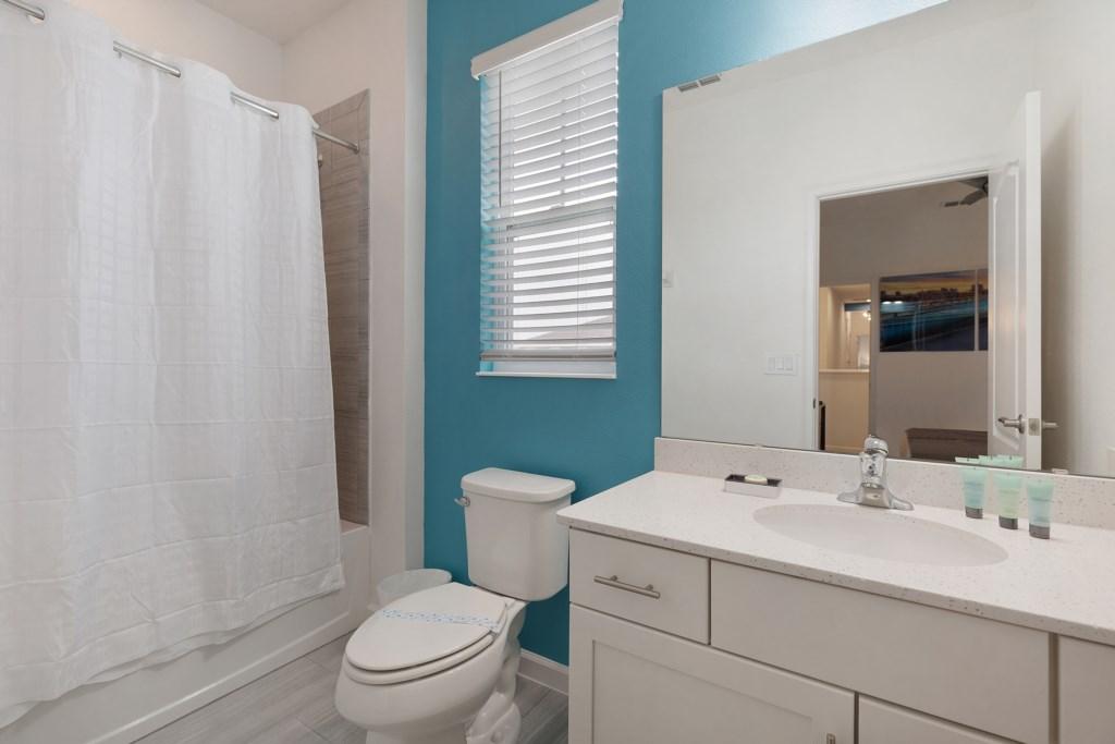 8009 bath 3.jpg
