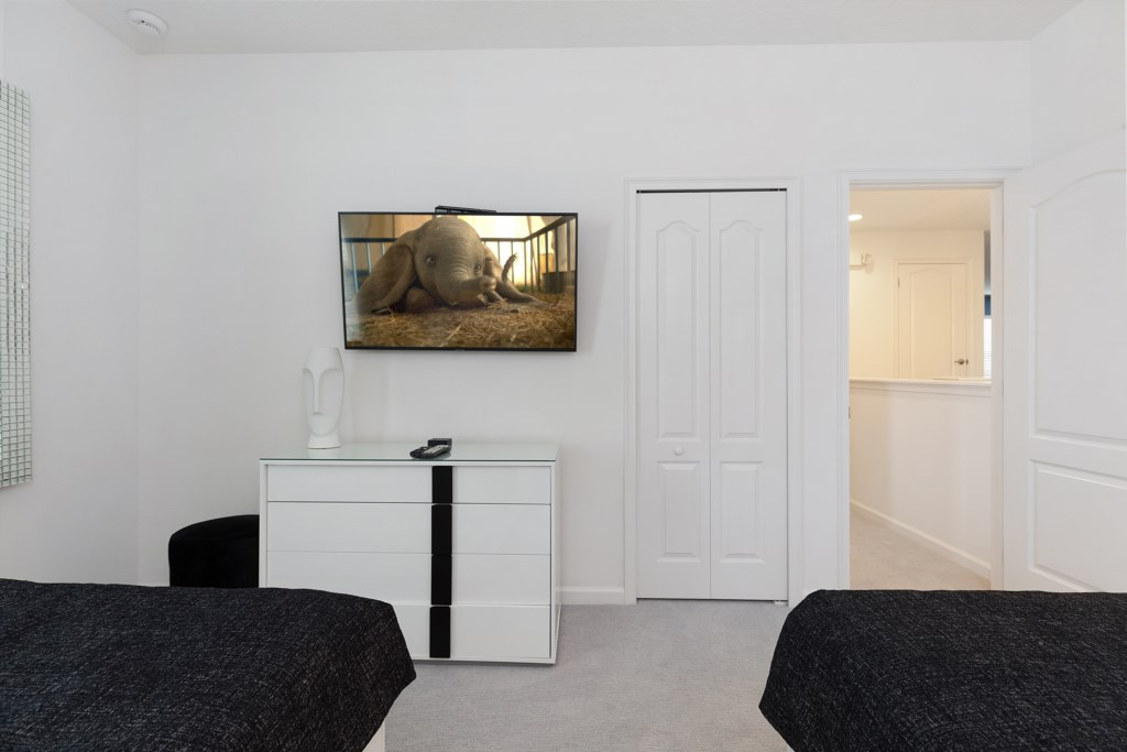 8009 bed 5.jpg