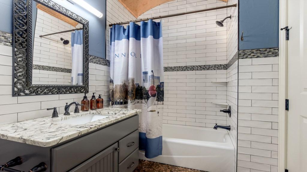 full-bathroom.jpg