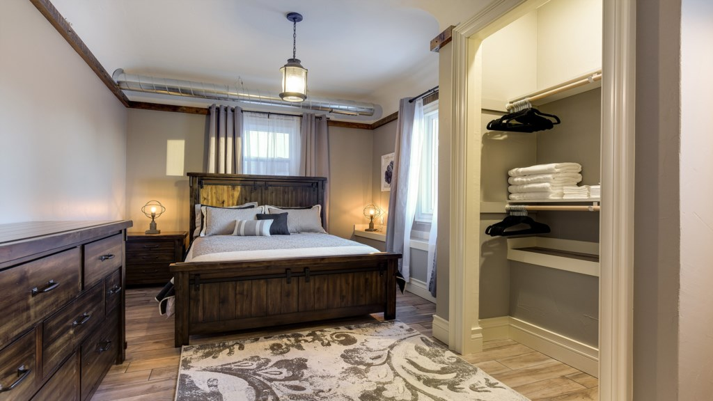 bedroom-2-closet.jpg