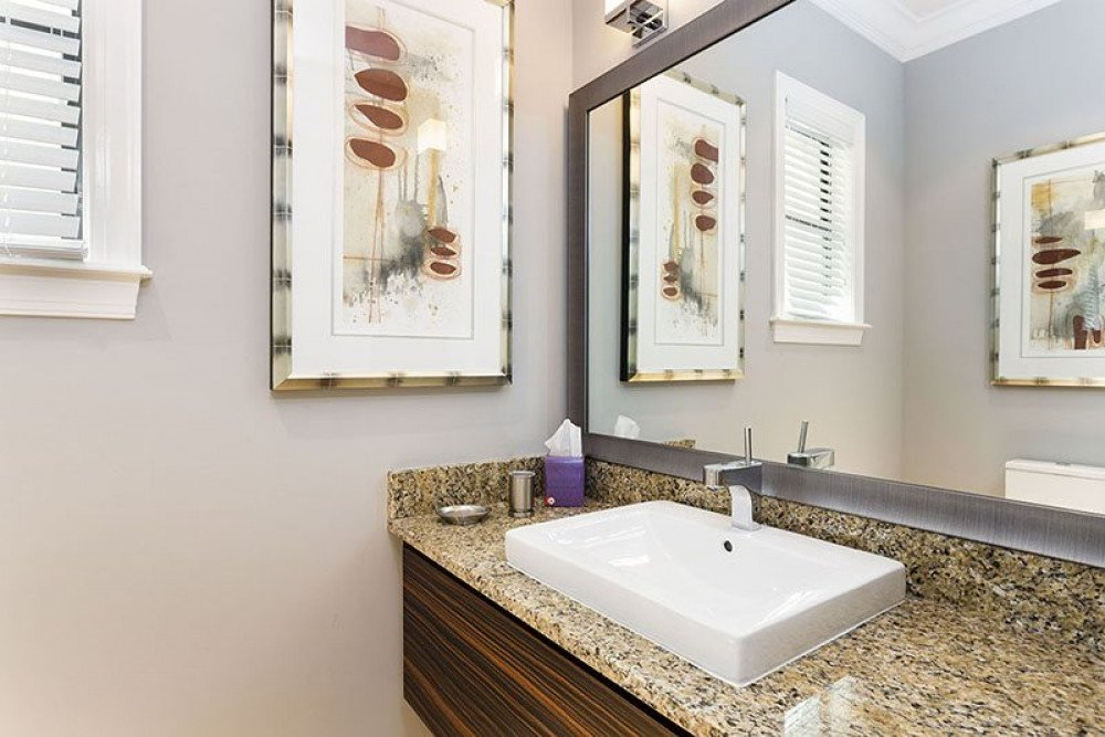 Clasic single sink vanity bathroom