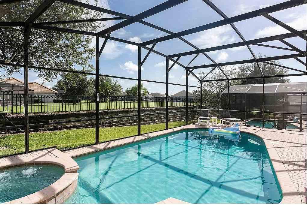 Grand pool and spa