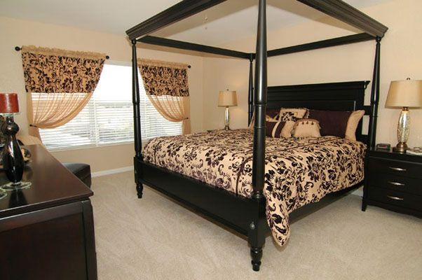 Grand king size bed with flat screen TV