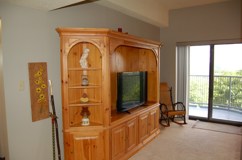 2102 Living Room/Balcony