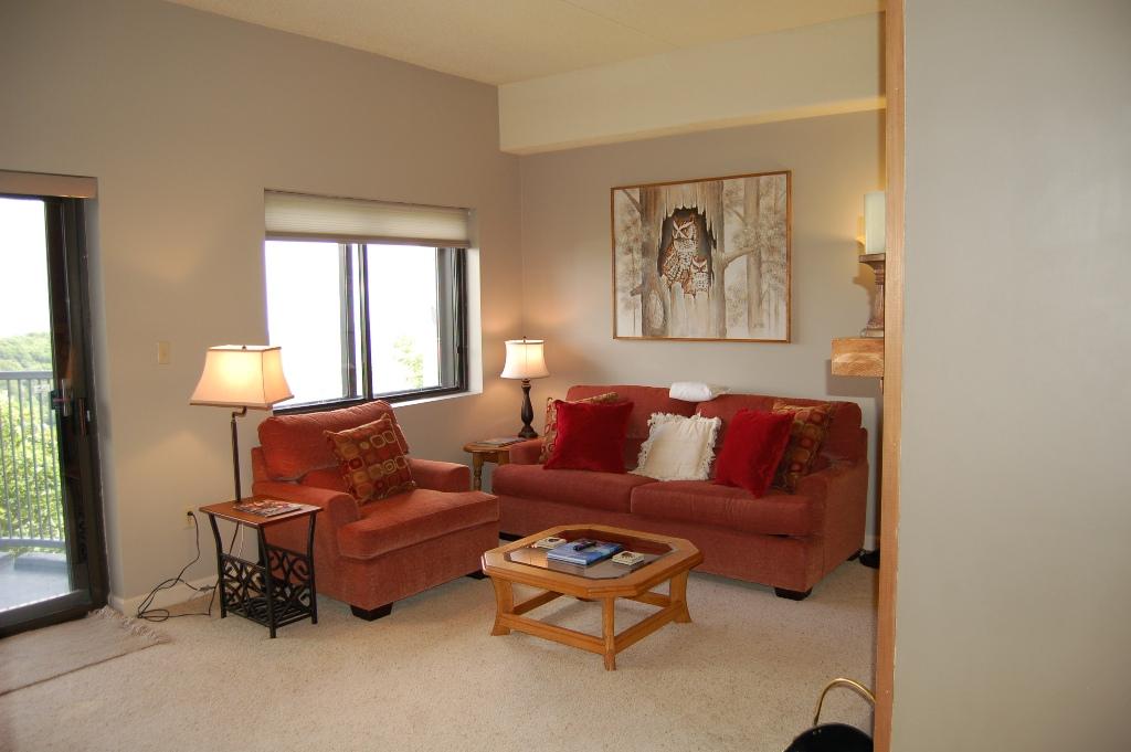 2102 Livning Room