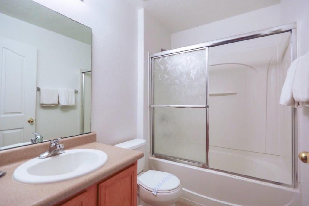 Downstairs Bath (002).jpg
