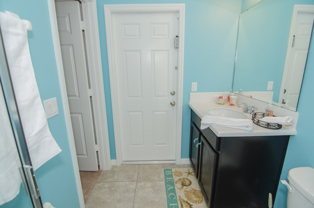 Guest Baathroom 2