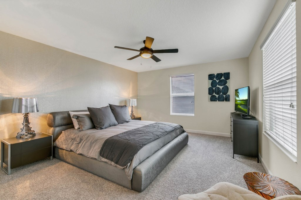 Master #1 w/ King Size Bed