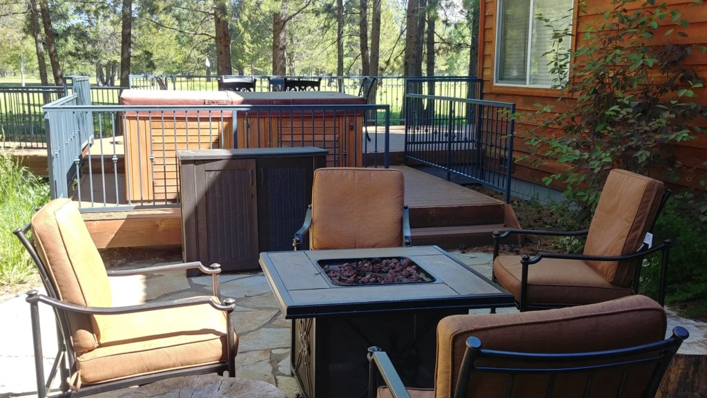 Back Deck Area with a Firepit and Jacuzzi