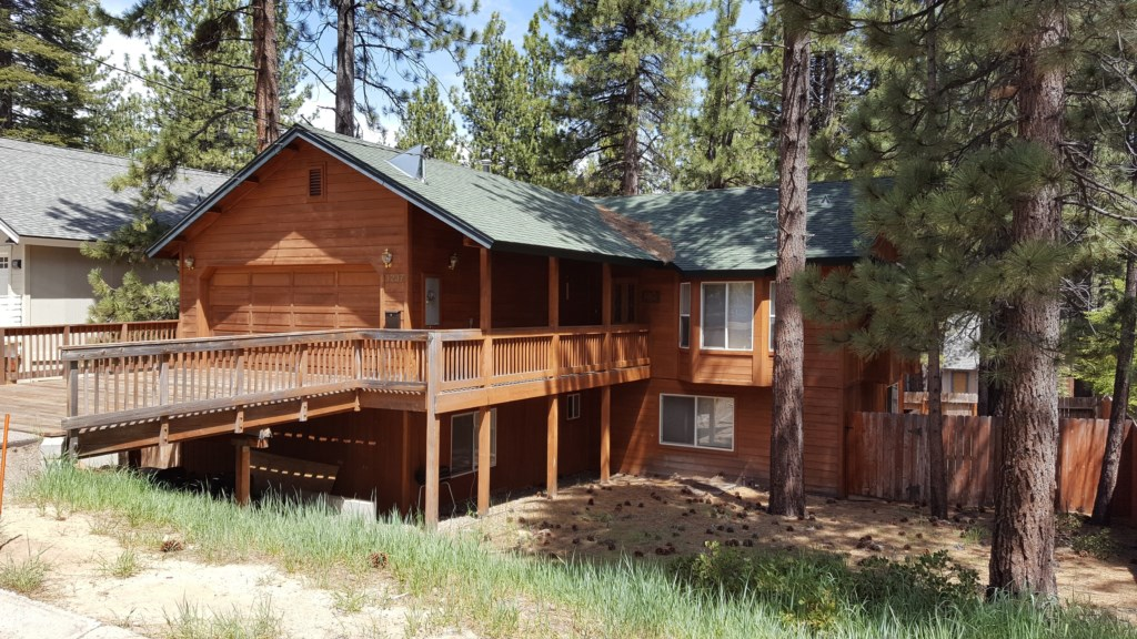 Rustic Tahoe Home Sleeps 10