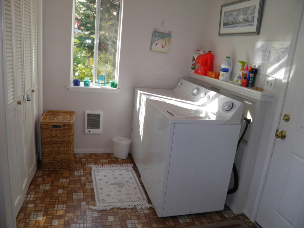 Mud Room with Washer and Dryer
