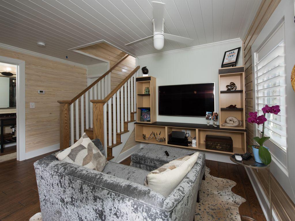 #1 6West Livingroom  .jpg