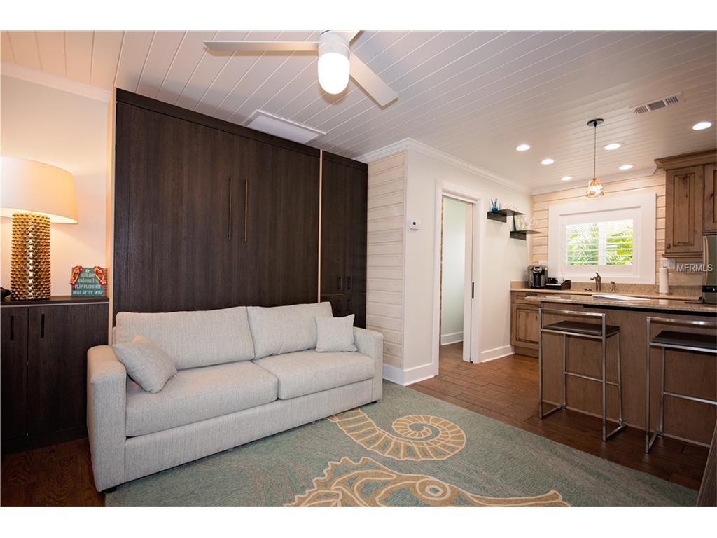 #5 6West Livingroom .jpg