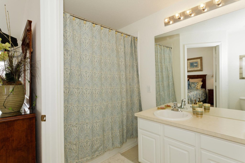 Suite 1 private bathroom with bathtub & shower