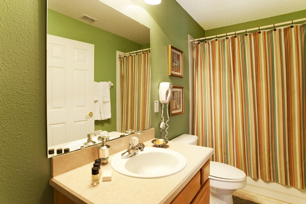 Suite 3 private bathroom with bathtub & shower
