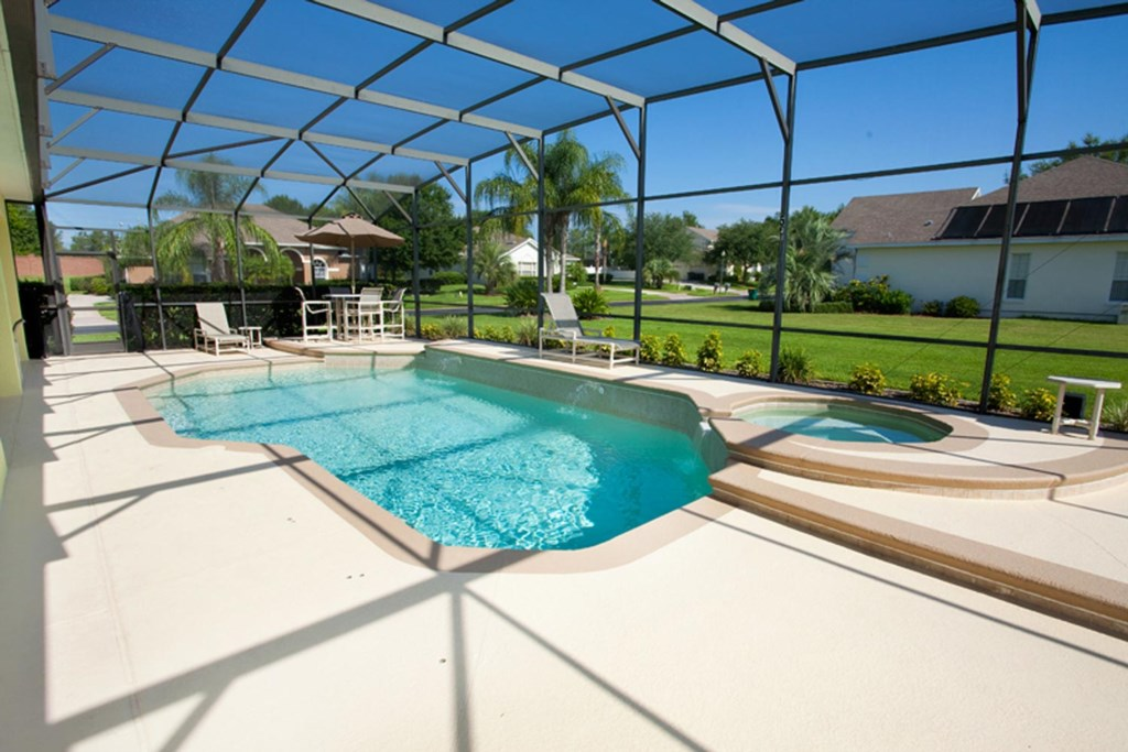 East-facing private pool and spa with luxury patio furniture & barbecue grill