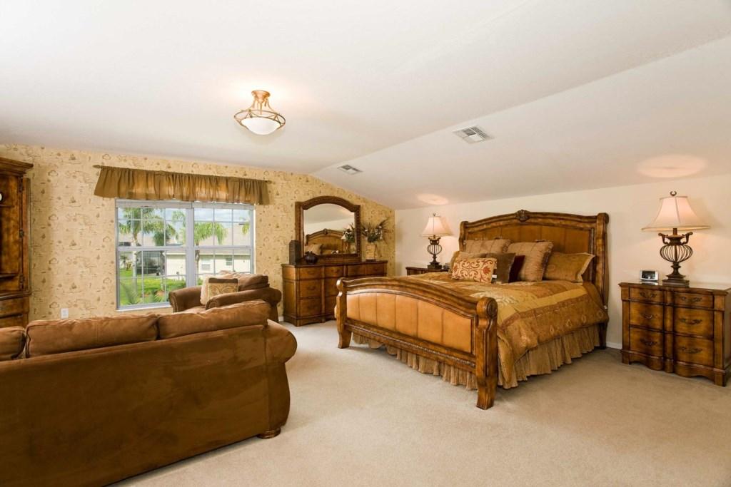 7939SPFG-bed-2-suite-2011-03-01.jpg