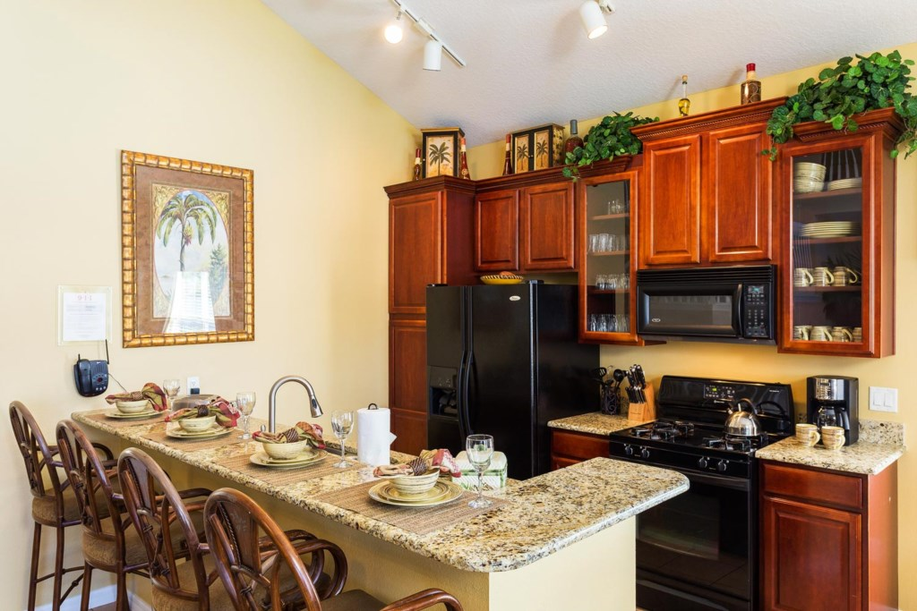 Custom designed fully equipped eat-in kitchen