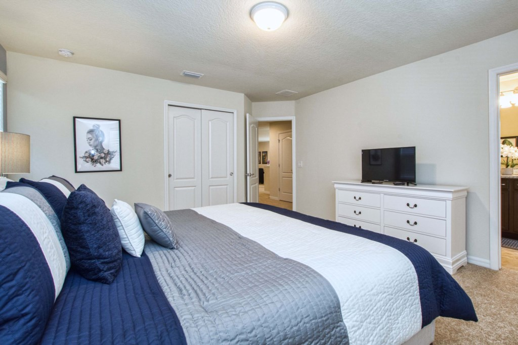 King Size Bed/Master Bedroom