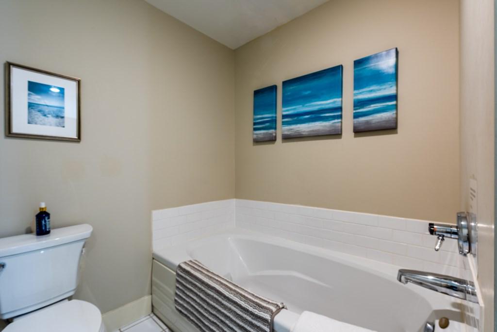 Bathroom #1 (Tub)