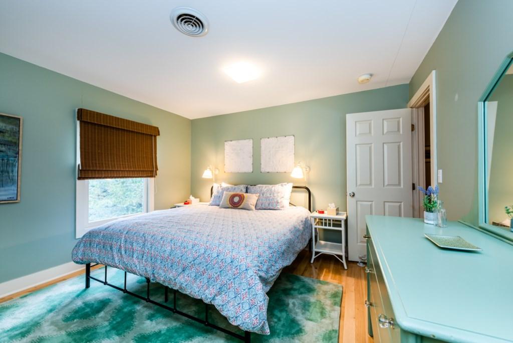 Bedroom #2 (King bed)