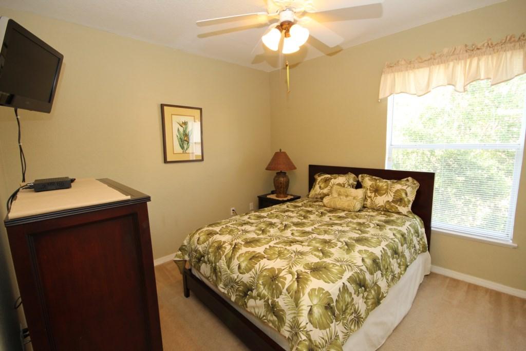 Guest Bedroom 4 - Queen Bed
