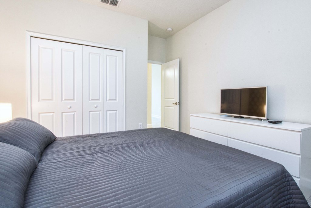 Guest Bedroom 1/ Downstairs