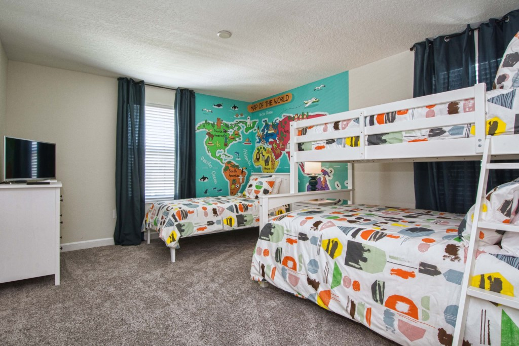 1 Twin Bed, 1 Bunk Bed (Twin, Full)