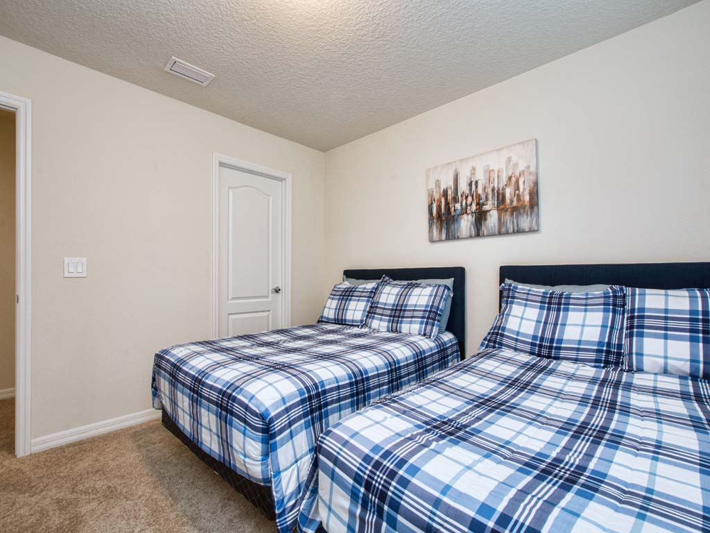 Guest Bedroom/ 2 Full Size Beds