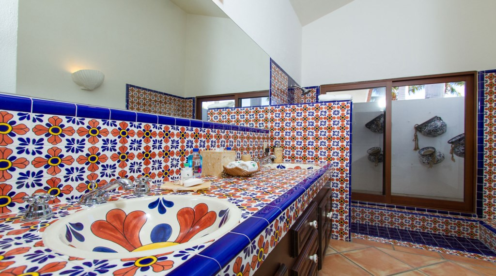 Casa-Edwards-Chiles-Bathroom.jpg