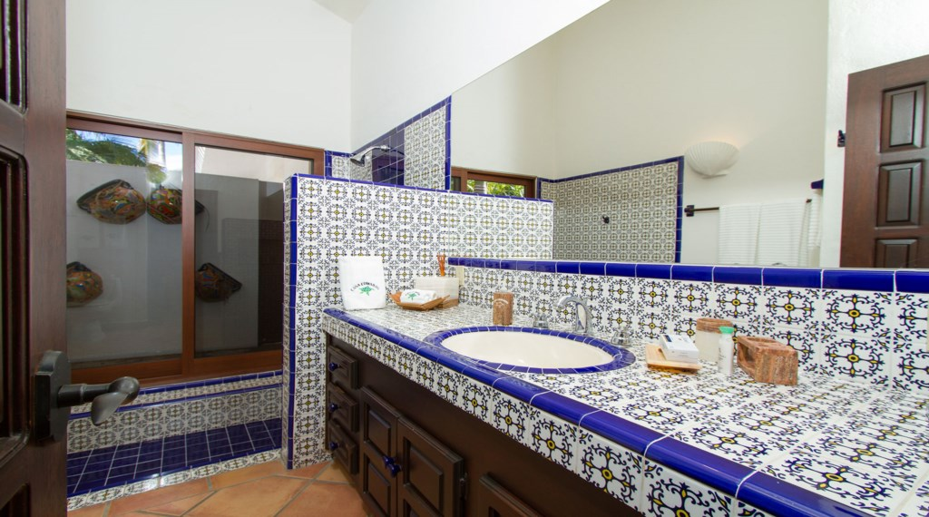 Casa-Edwards-Compu-Bathroom.jpg