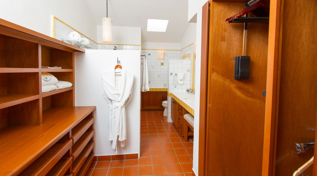 Casa-Edwards-Master-Bathroom.jpg