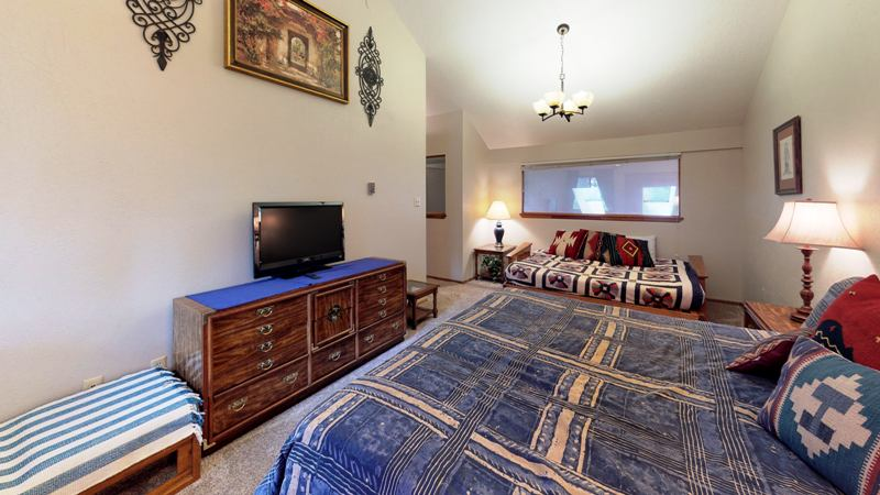 8PNNrTvxVwg-Bedroom.jpg