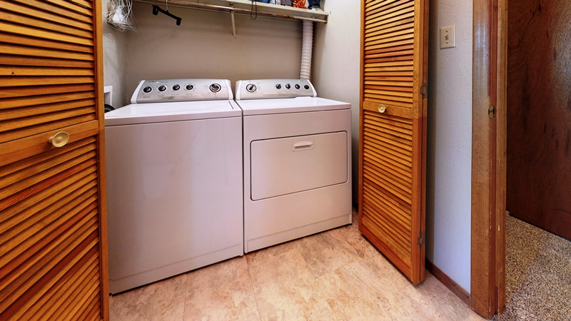 Angel-Fire-Chalet-14-Laundry.jpg