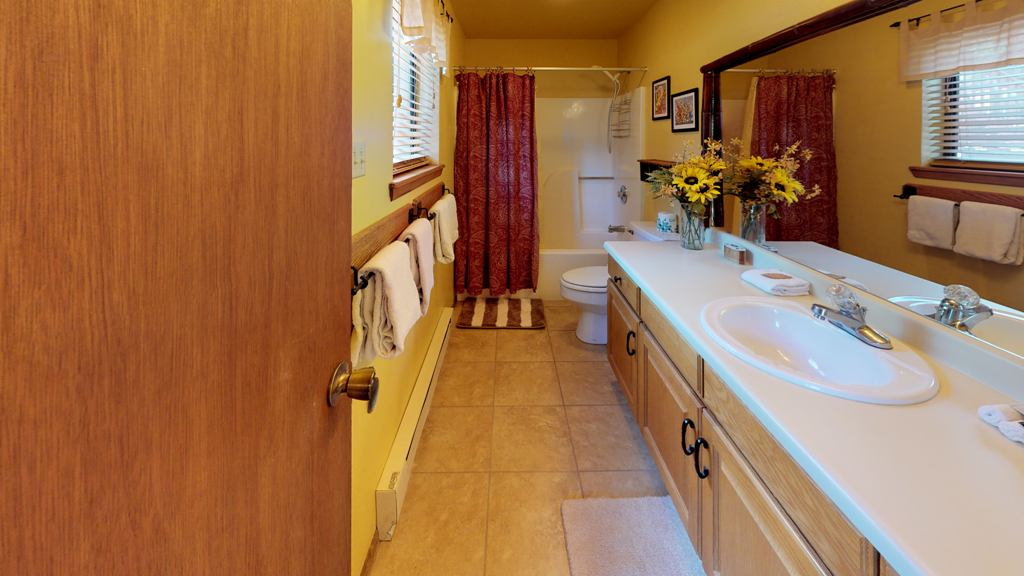 aYLjist8Xj9-Bathroom.jpg
